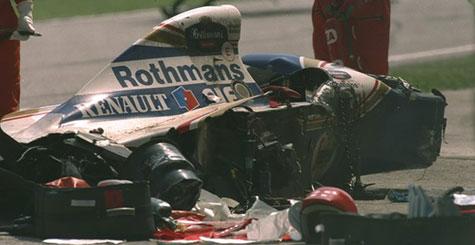 Fotografia do acidente com o carro do Ayrton Senna - 1994