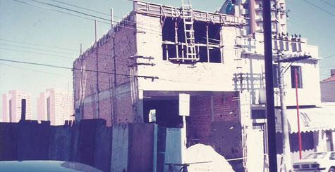 Foto da construção da sede própria da Papelaria Japuiba - 1994